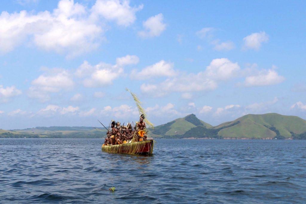Masyarakat Papua dalam Festival Danau Sentani