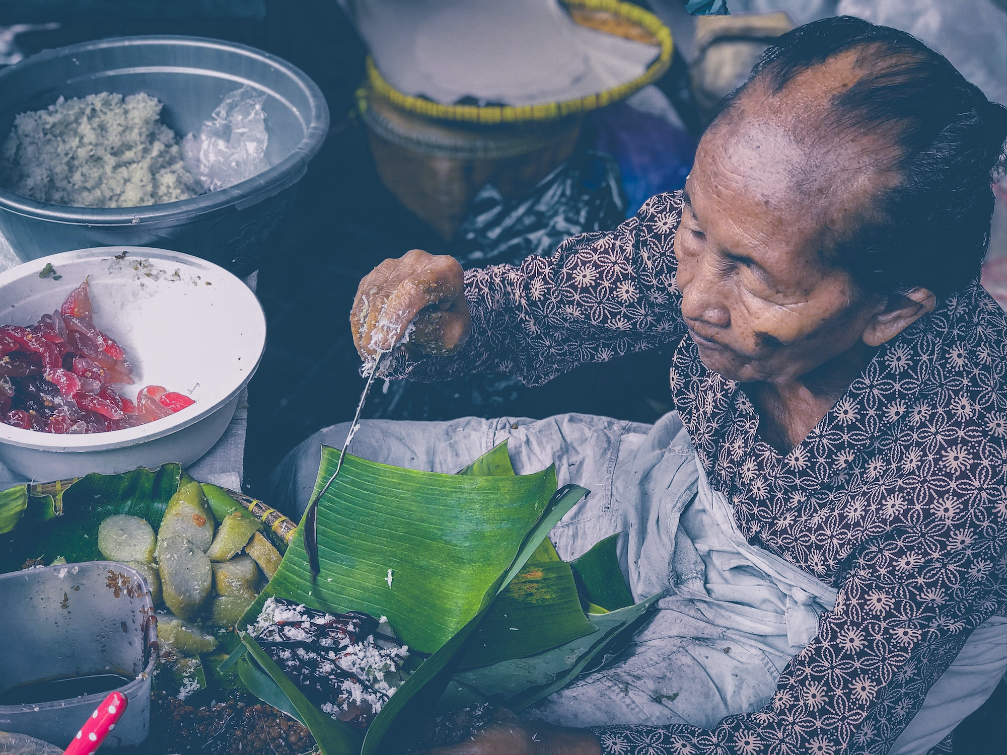 Penjaja makanan di Pasar christian siallagan unsplash