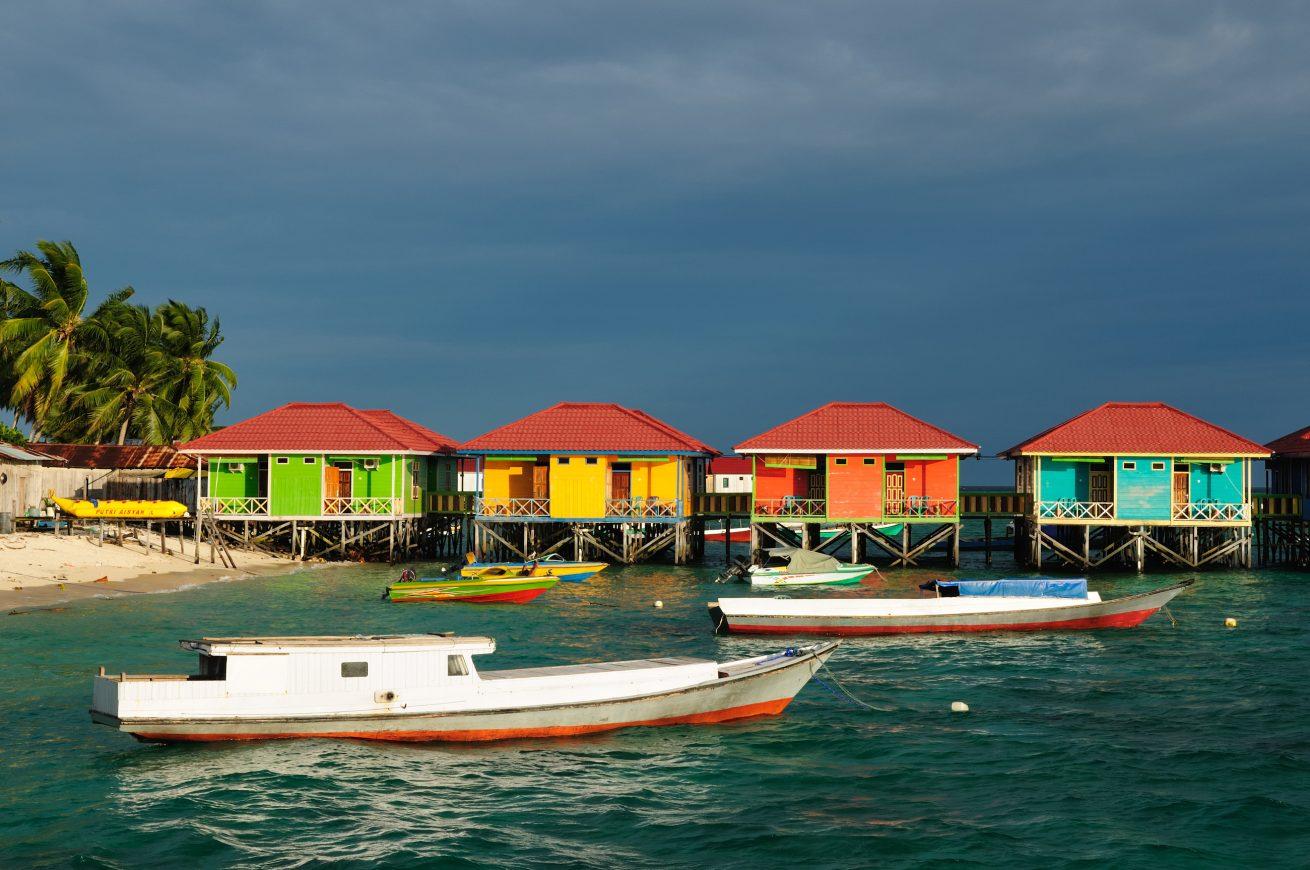 Menyelam di 4 pulau di Derawan, salah satunya di Pulau Maratua