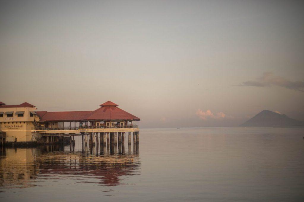 Manado dan Tomohon, Kuliner manado di tepi laut