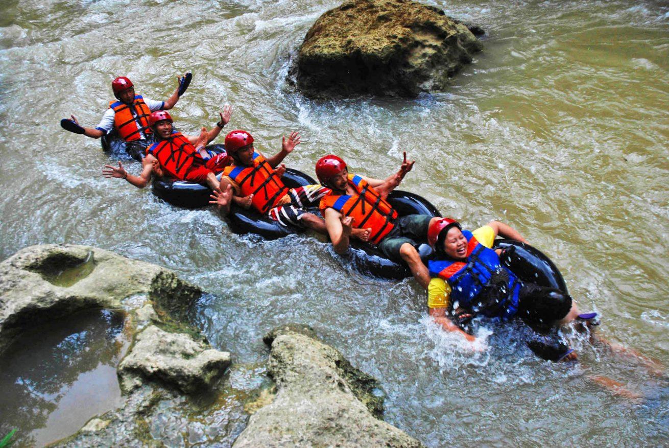 3 jam mengarungi sungai cijulang dengan Tubing Sungai