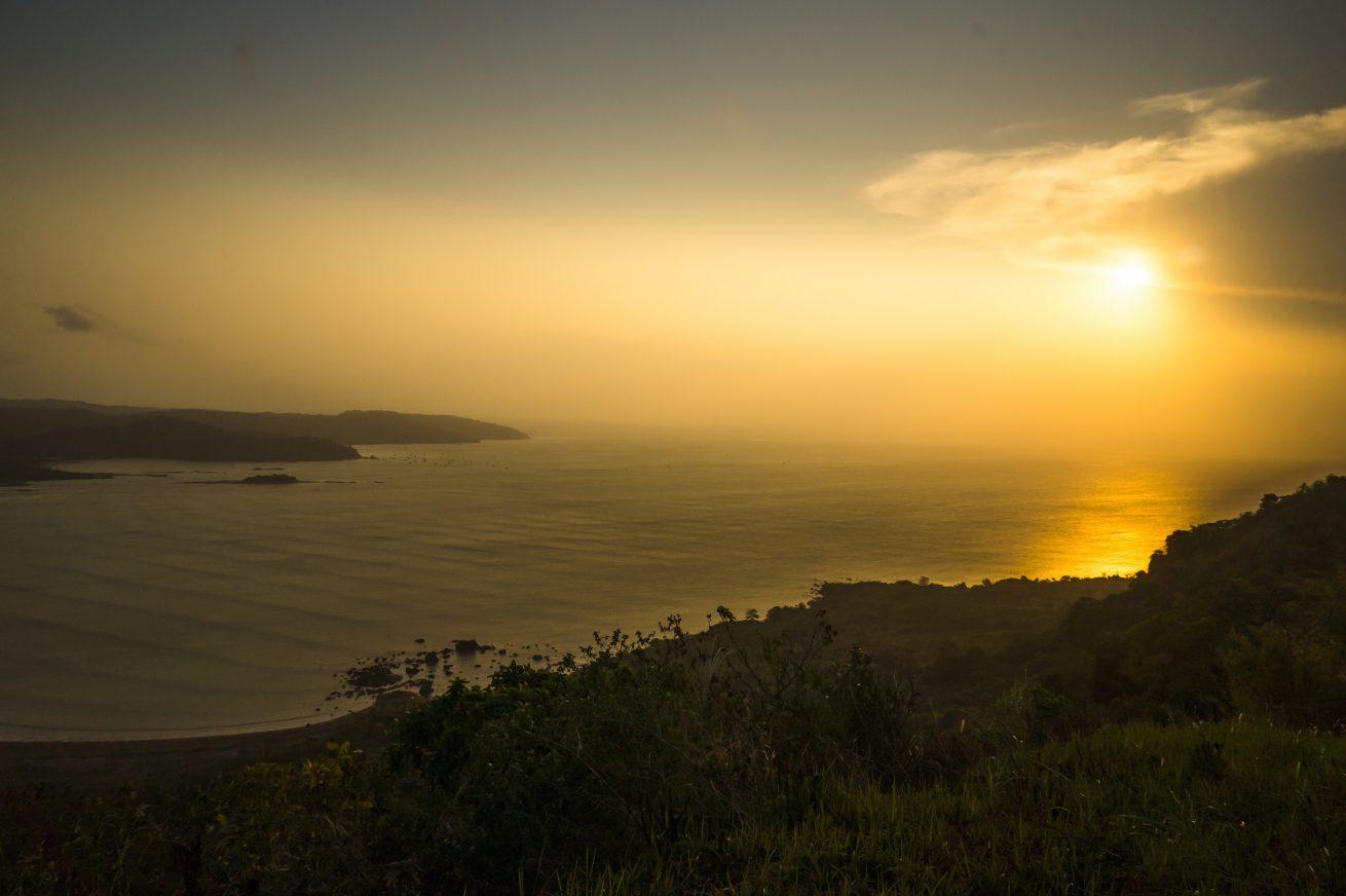 Geliat budaya masyarakat ciletuh sambil menikmati matahari terbenam dari puncak Darma