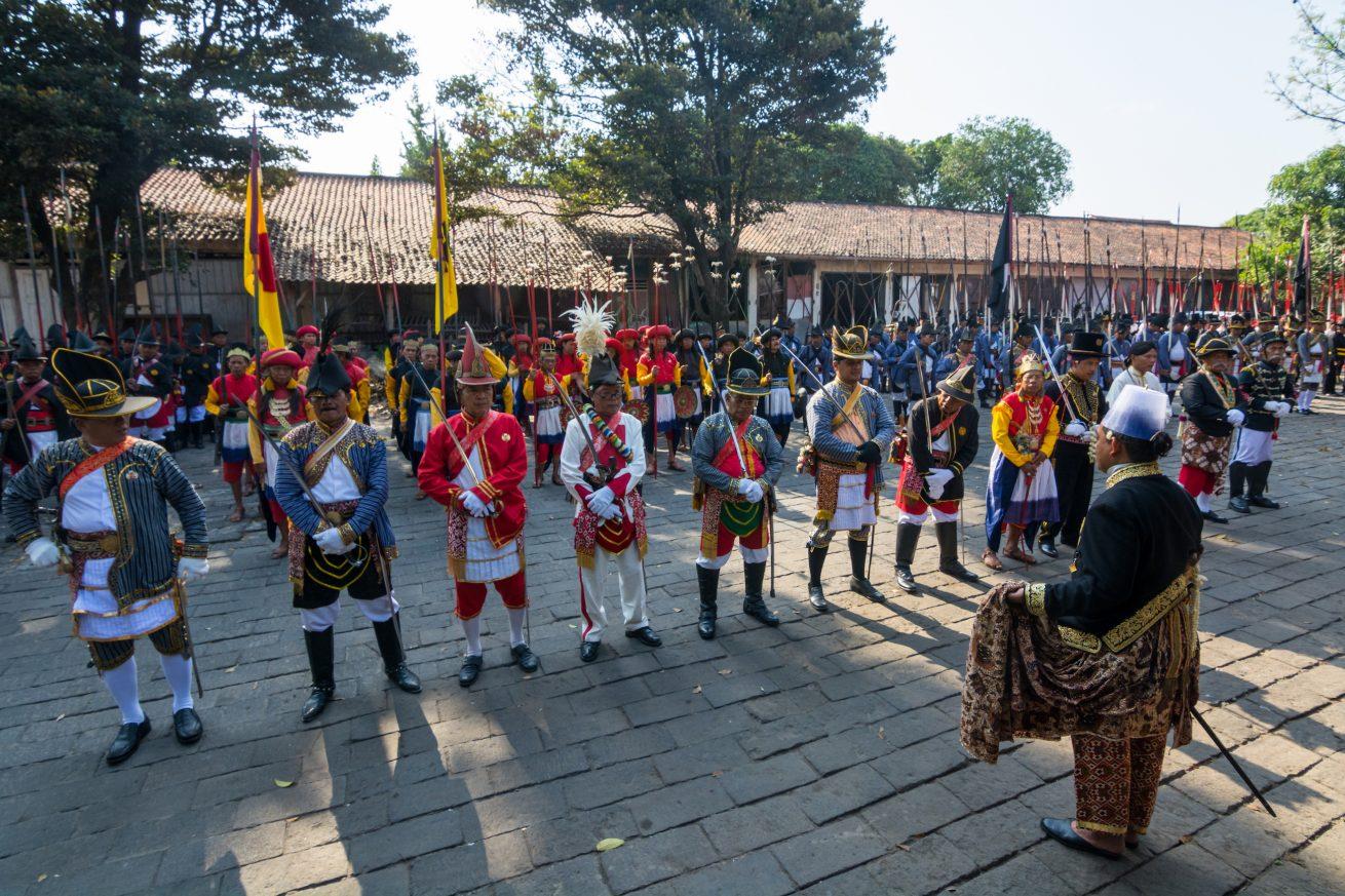 Bregada Keraton Yogya dalam persiapan menjelang Grebeg Sekaten