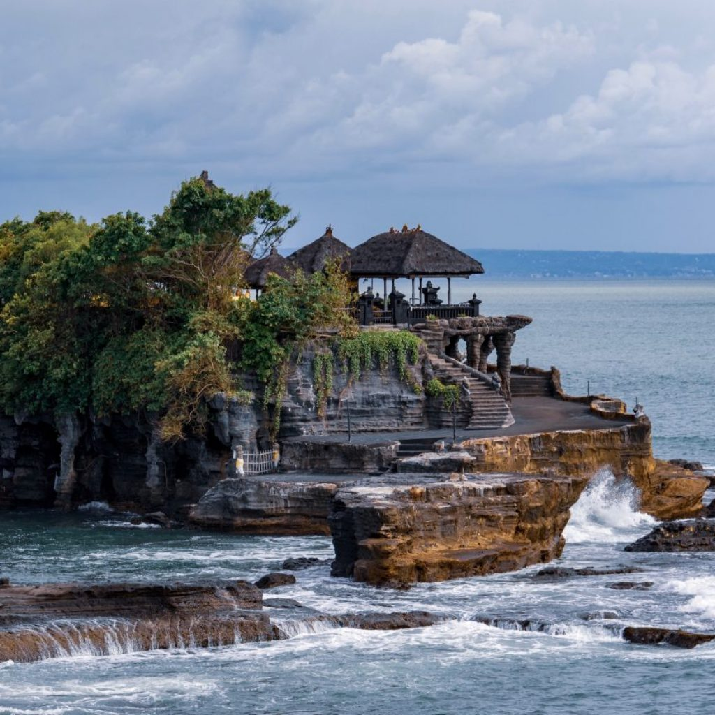 Seven Wonders of Bali, salah satunya adalah Tanah Lot