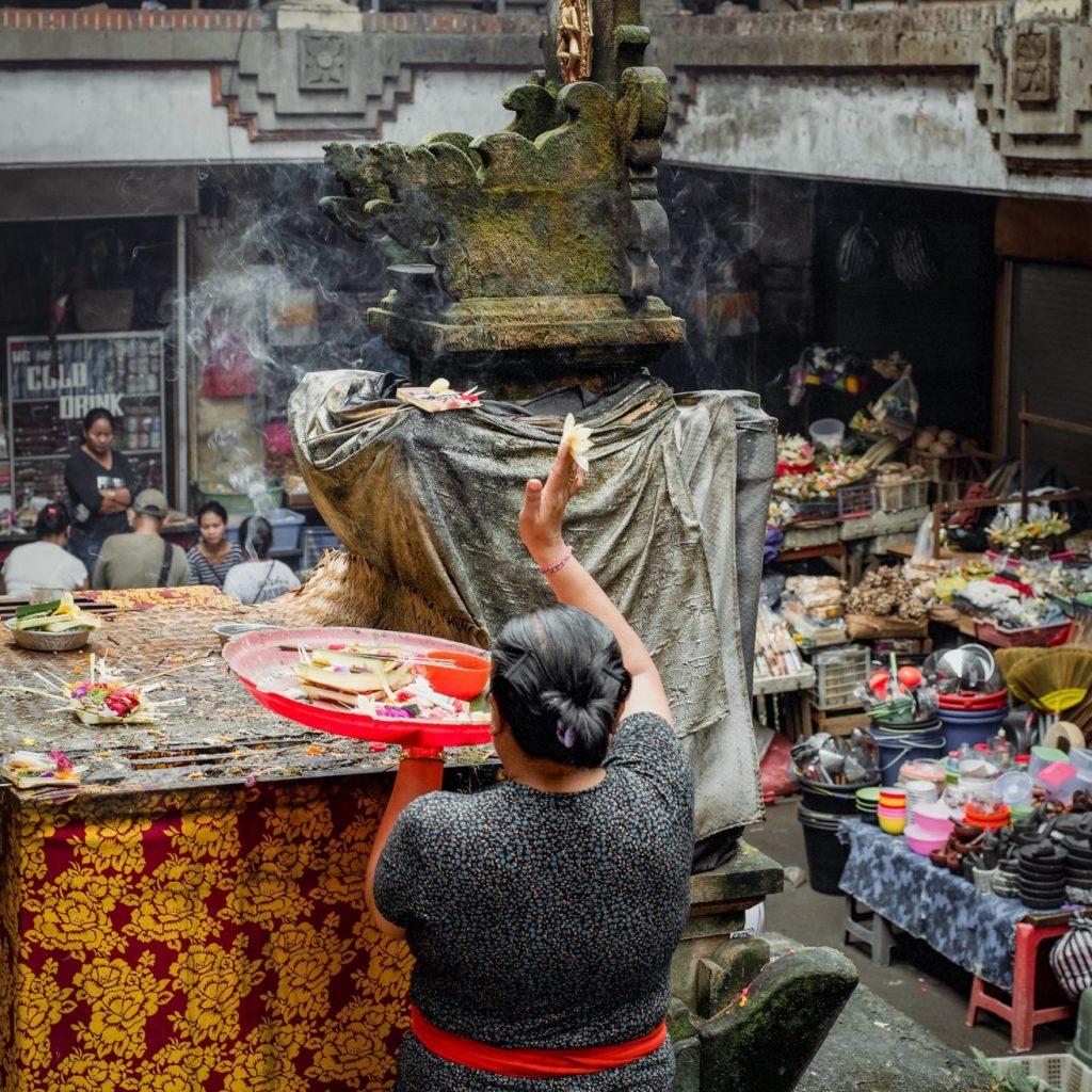 Ubud Bali salah satu yang perlu dikunjungi adalah Pasar ubud