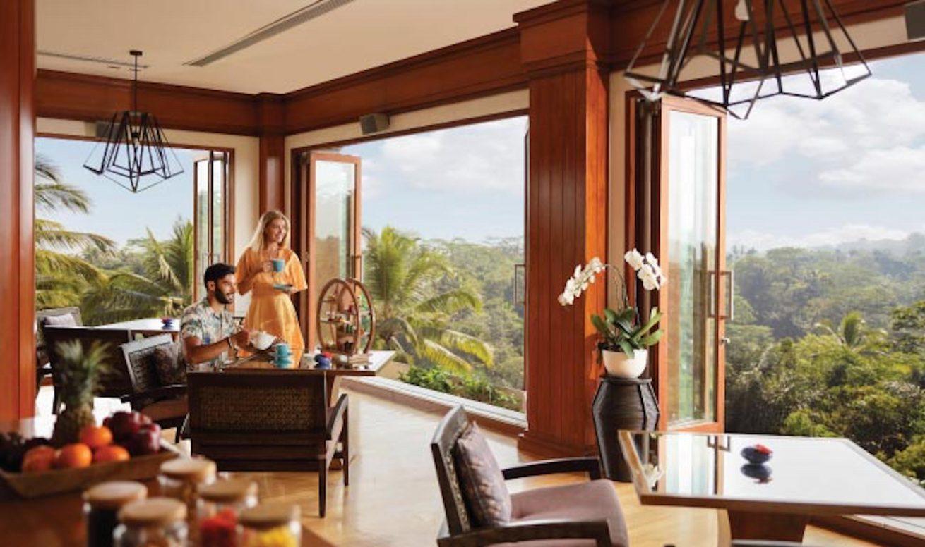 Lokal Dan barat di Puhu resto and lounge