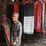 Ulos Kain tradisional Batak shutterstock