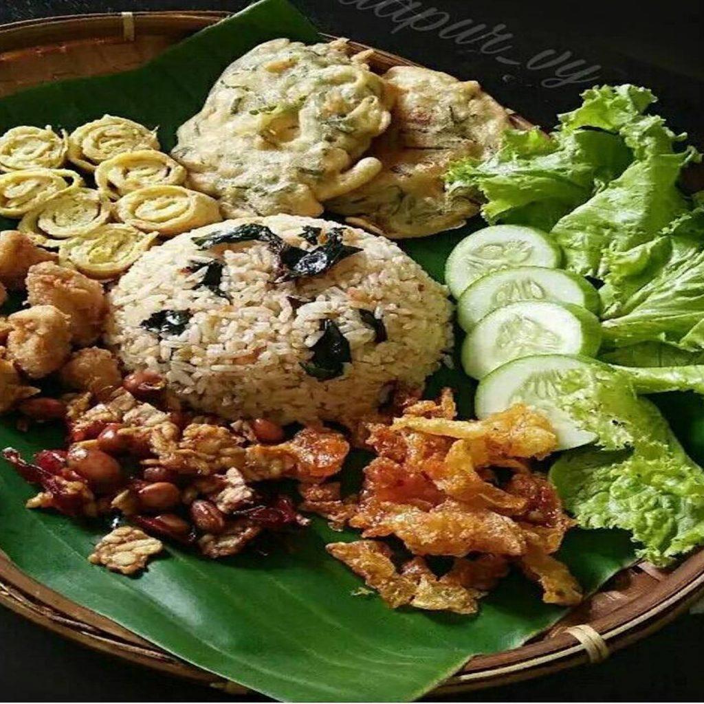 5 makanan Tasikmalaya yang unik dan nikmat salah satunya nasi Cikur, nasi dengan bumbu khusus kencur.