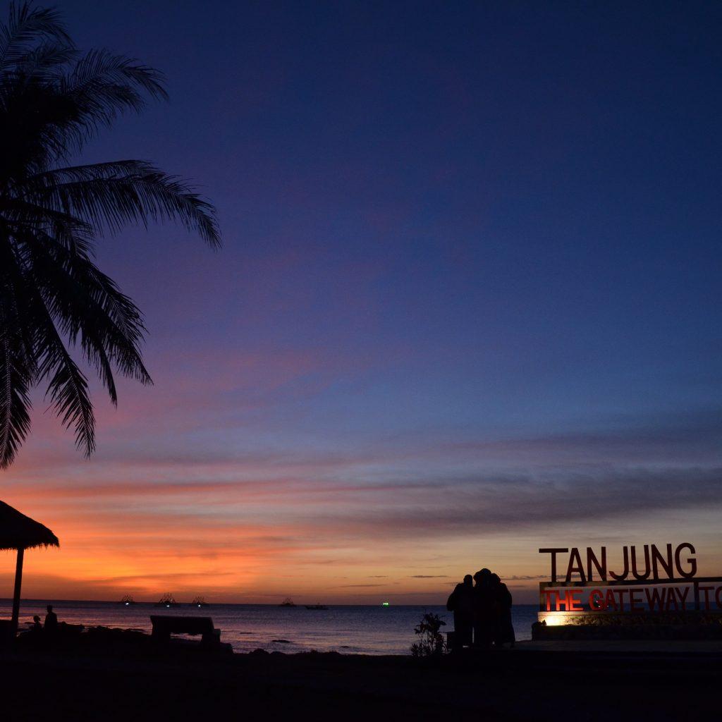 Menikmati eksotisme Banten dalam dua hari salah satunya bisa dilakukan dengan mengunjungi pantai Tanjung Lesung.