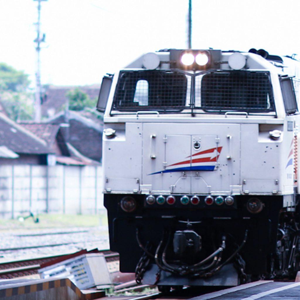 Penumpang angkutan darat, seperti kereta api dan bus antarkota, wajib menyertakan surat bebas Covid-19