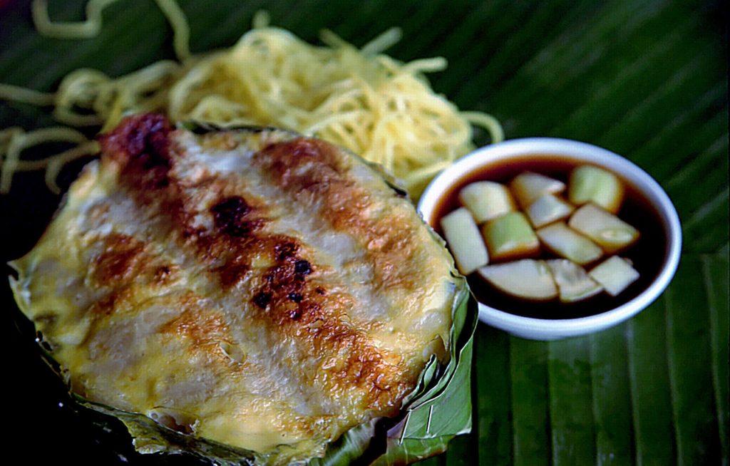 5 surga sajian kuliner Indonesia, salah satunya adalah Provinsi Sumatera Selatan. Di Provinsi ini ada aneka sajian kuliner, di antaranya pempek panggang.