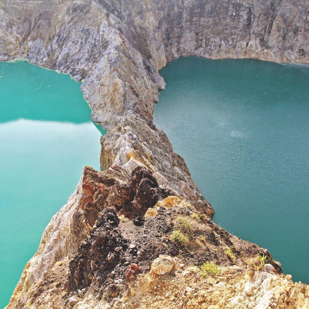 8 danau unik di Indonesia yang terjadi karena fenomena alam.