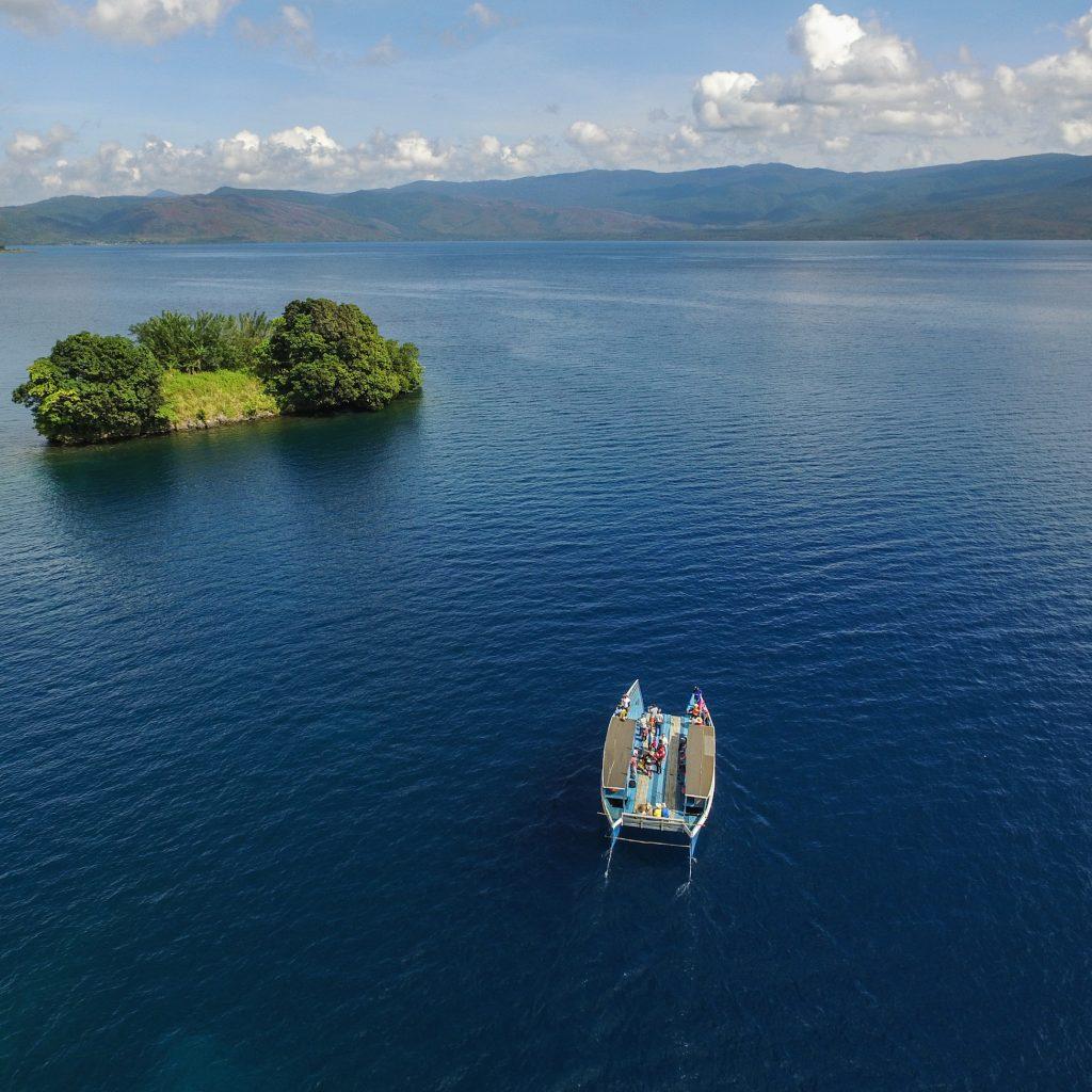 Dari Teluk Bone wisatawan bisa mengunjungi Danau Matano dan menikmati kuliner di kawasan itu.