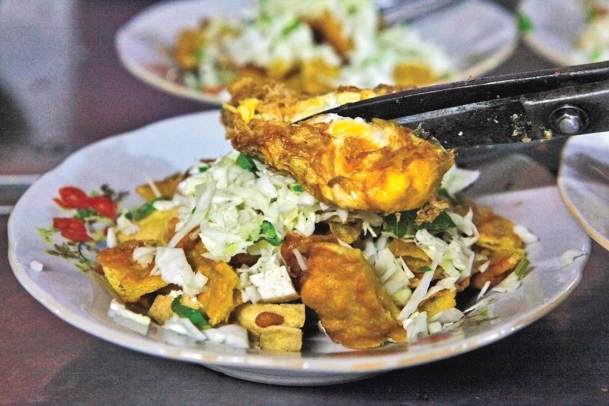 Makanan Khas Semarang ada banyak macamnya, salah satunya tahu gimbal atau kadang juga dijual dengan tahu pong