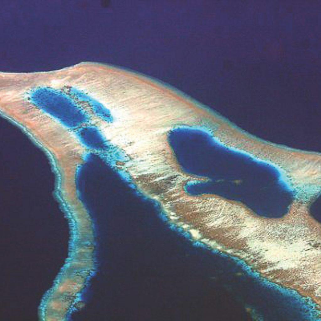 Keunikan 3 pulau yang memukau di Indonesia, mulau dari yang terkecil hingga ke bentuk yang unik.