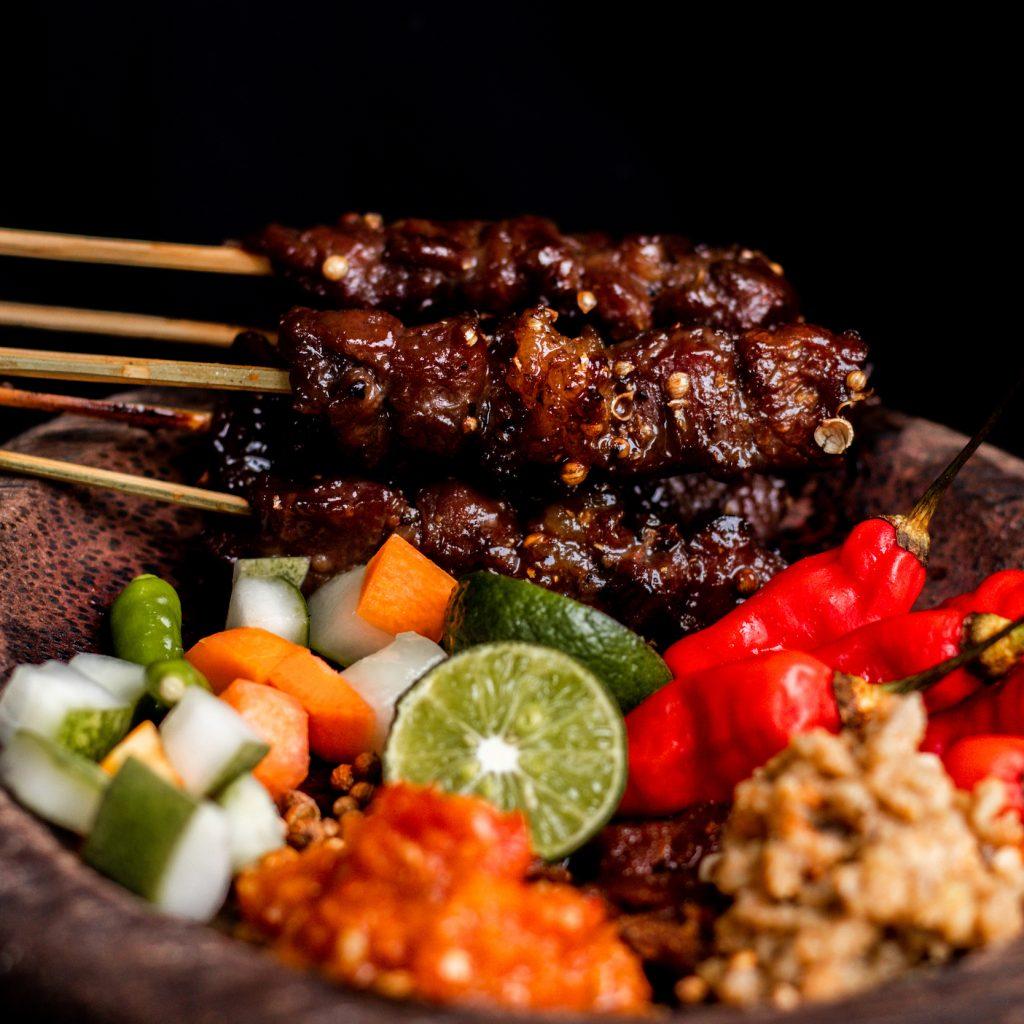 Sate Maranggi Hj. Yetty menjadi klangenan pecinta kuliner sate. Pada akhir pekan bisa menghabiskan 1,5 ton daging.
