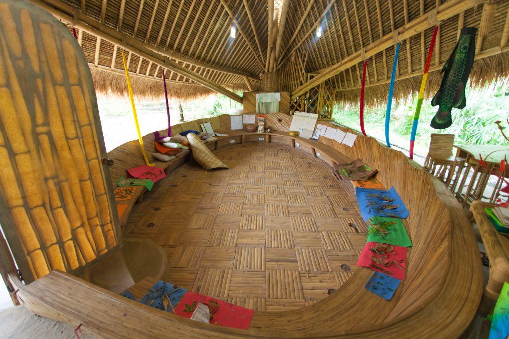 sekolah hijau Bali tidak sekedar mengajarkan tentang lingkungan, tapi juga kehidupan.
