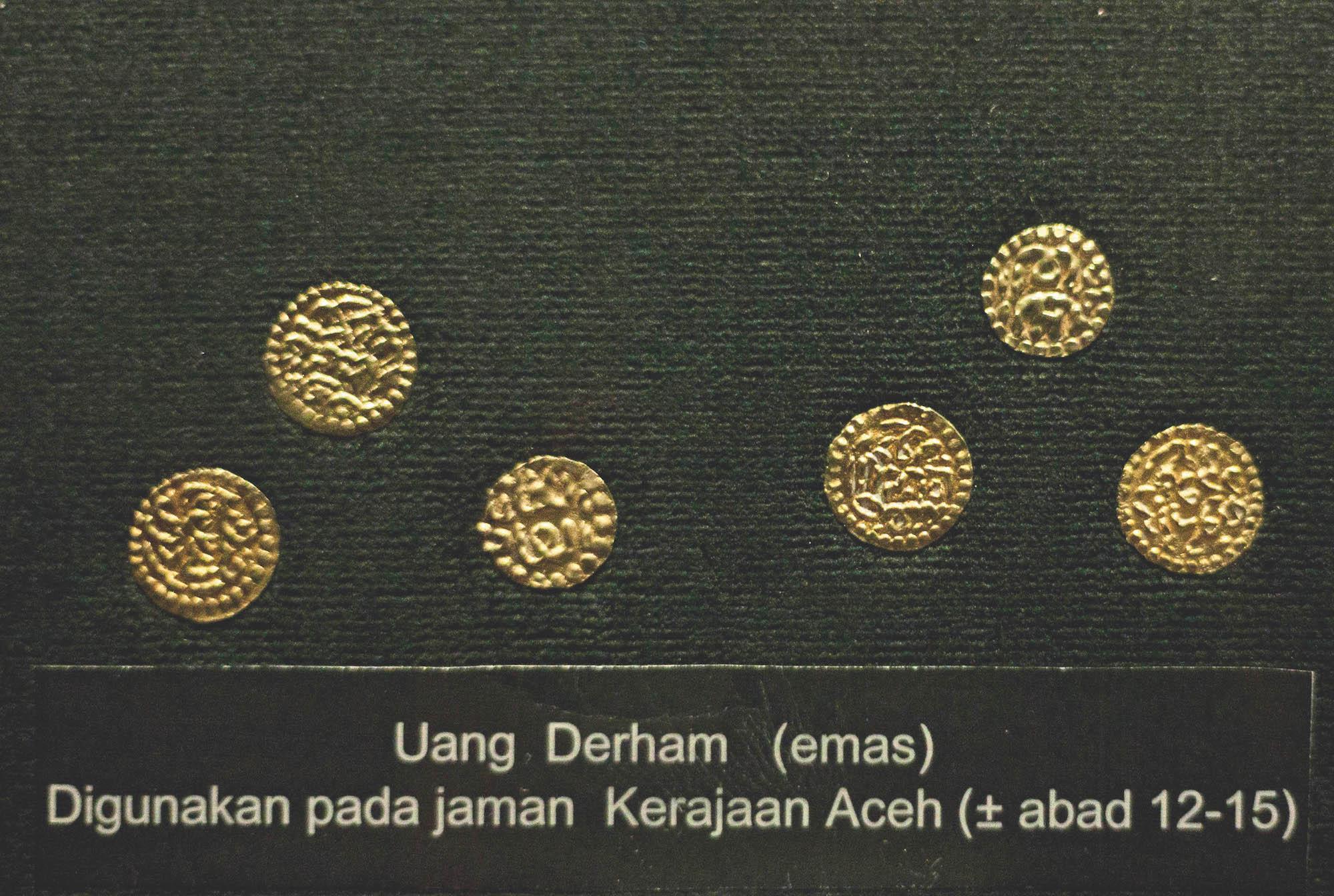 Museum Bank Indonesia di antaranya memiliki koleksi koin emas derham.