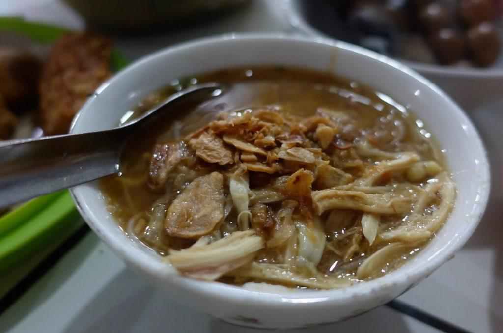 Semarang kota soto karena kota ini memiliki begitu banyak warung soto legendaris dengan masakan yang enak.