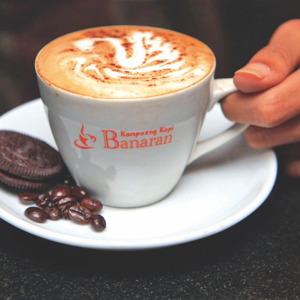 buah tangan Semarang sangat beragam, kadang harus keluar kota sedikit, misalnya ke Banaran, untuk mencicipi kopi khas daerah ini.