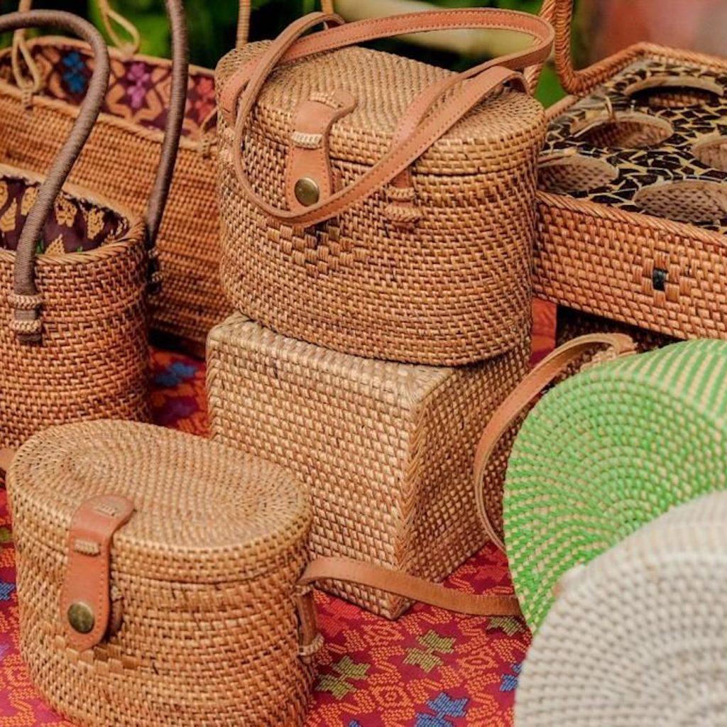 Kriya unggulan ekonomi kreatif Lombok Timur salah satunya melalui produk-produknya seperti tenun dan anyaman.