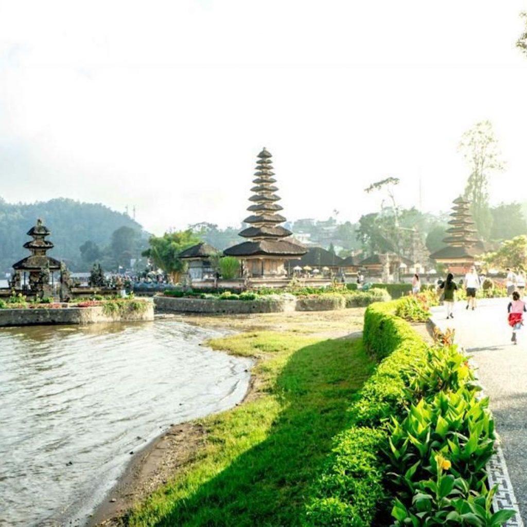 Work From Bali 2021 diharapkan dapat mendorong pemulihan kehiduan pariwisata dan ekonomi kreatif daerah ini.