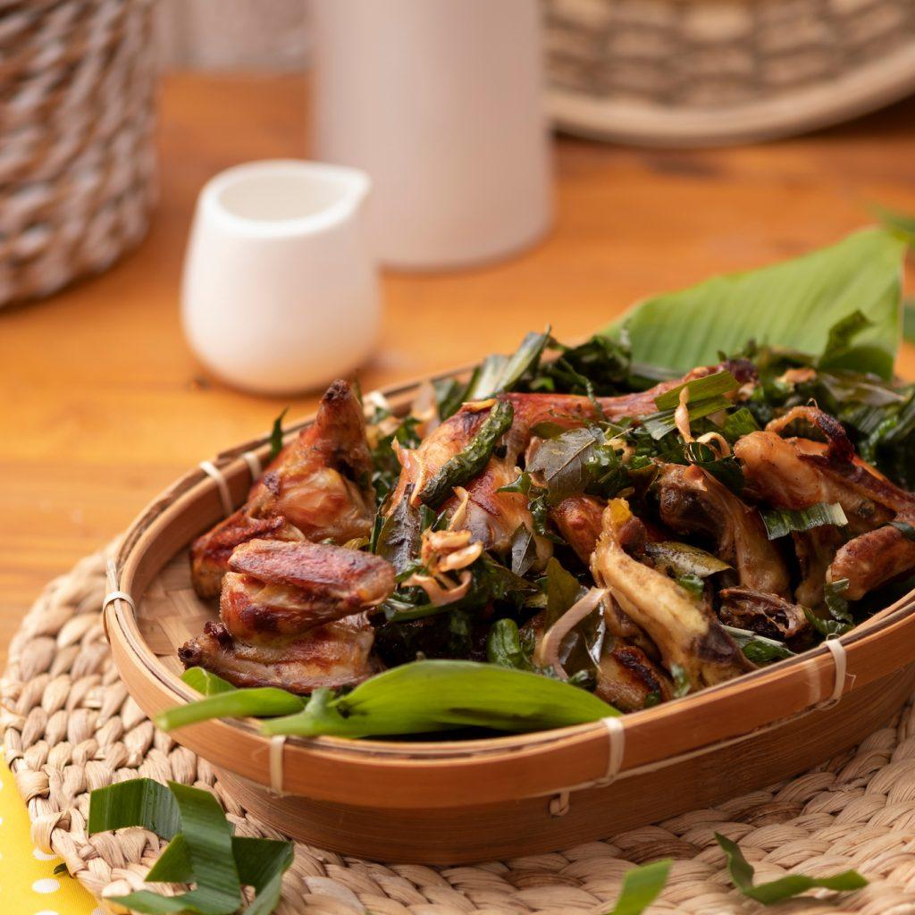 Kuliner khas Aceh mendapat pengaruh dari Arab, Persia dan India. Ini terlihat dari rempat-rempat yang dipakai sebagai bumbu.