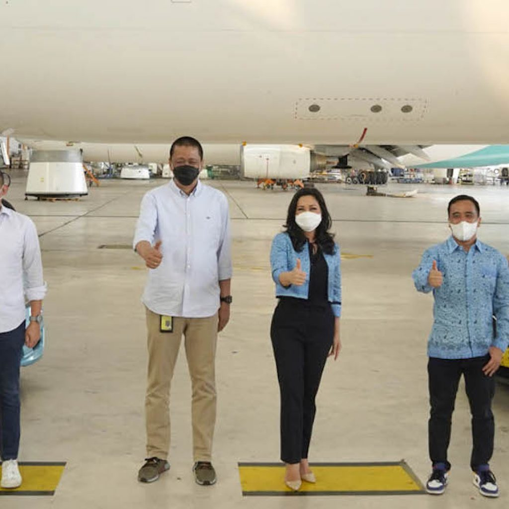 Garuda Indonesia dan Bluebird Group menjalin kerjasama usaha dalam layanan intermoda transportasi.