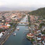 Kota Lama Padang bisa dinikmati di sekitar Jembatan Siti Nurbaya.