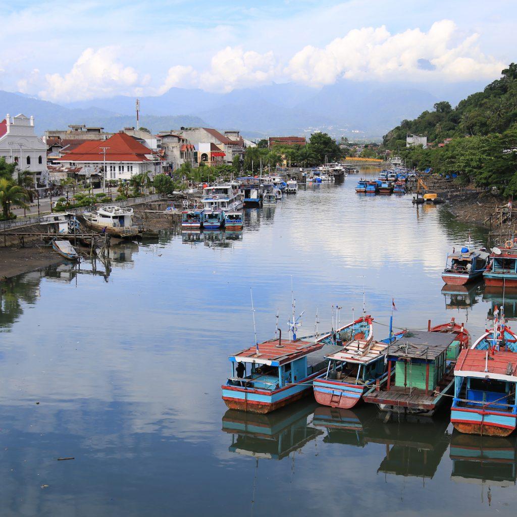 Kota Lama Padang menyimpan bukti kebesaran kota ini di masa lampau.