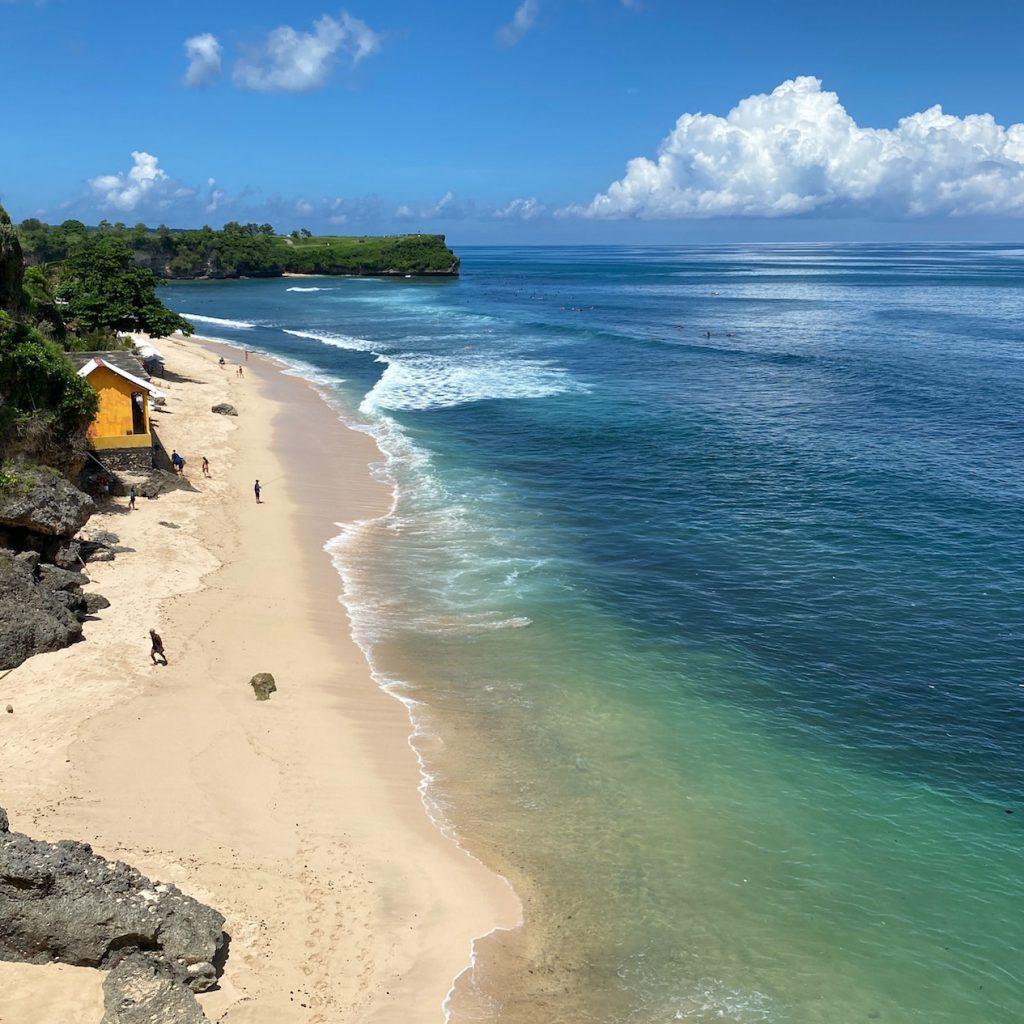 Uluwatu Bali di selatan pulau Dewata ini memiliki pantai-pantai yang menarik.