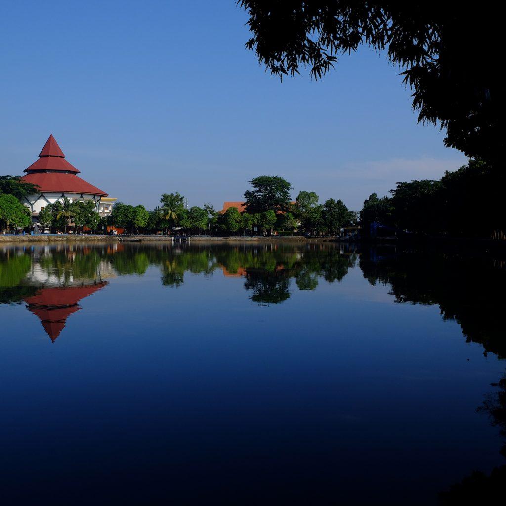 Jalan-jalan asyik di Jakarta tak lengkap jika tak mengunjungi Setu Babakan untuk belajar tentang budaya Betawi.