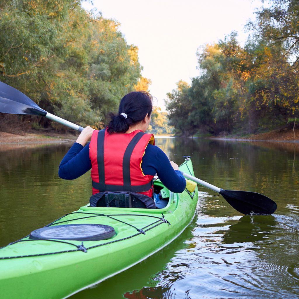 Kayak Arus Deras merupakan kegiatan yang bisa dilakukan oleh siapa saja, laki-laki maupun perempuan.