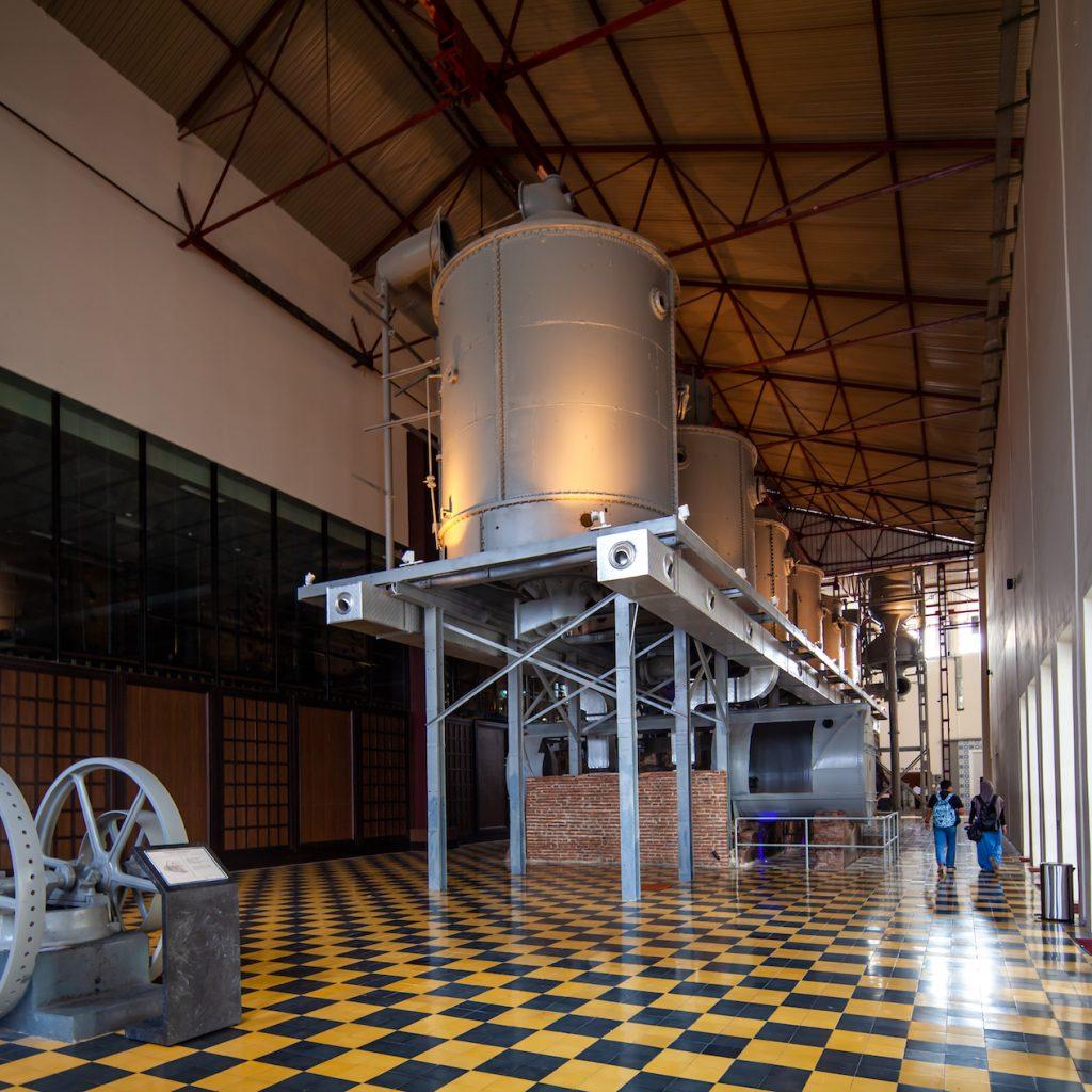 De Tjolomadoe peninggalan Mangkunegara IV kini diubah menjadi museum pabrik gula.
