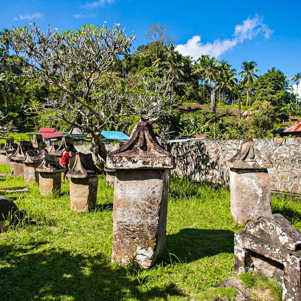 Tradisi pemakaman di indonesia ada berbagai ragamnya dan keunikannya. Salah satunya Waruga di Minahasa.