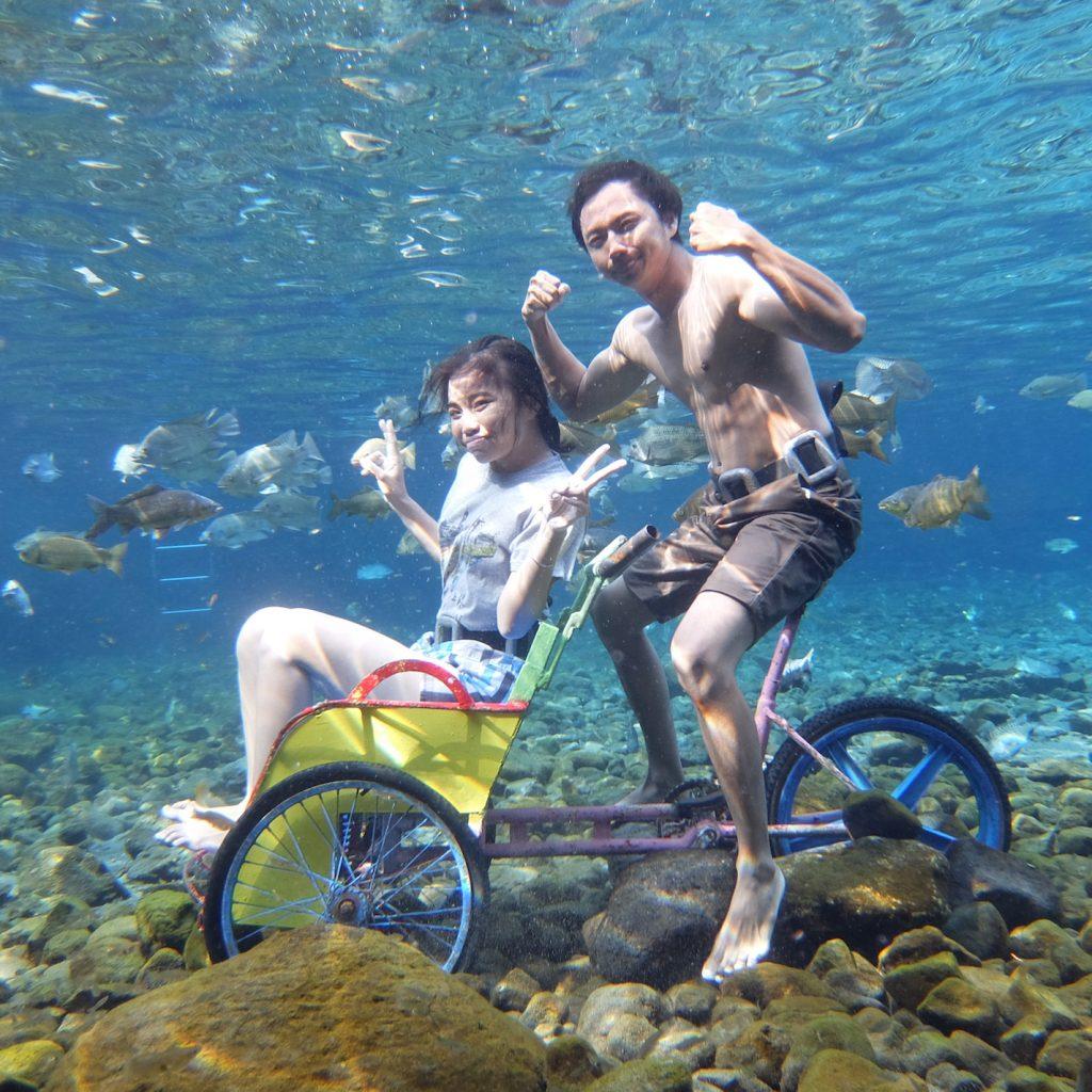 Sensasi wisata dalam air selain untuk kesenangan menyelam, juga bisa dilakukan untuk keperluan sosial media.
