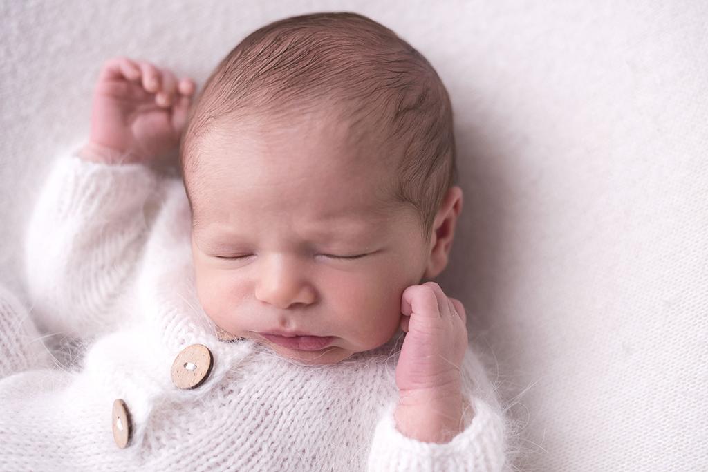 bebe de 10 dias em ensaio newborn: tudo o que voce precisa saber