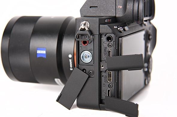 Sony a7 III vs. a7r III - Ports