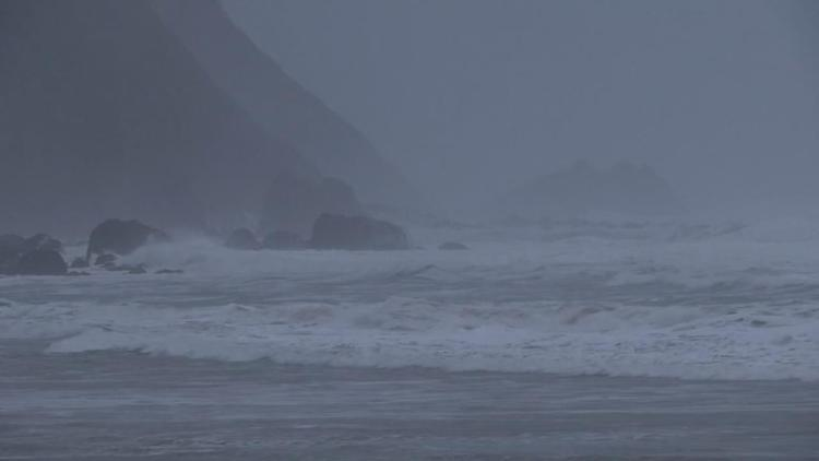 Rough waves on Oregon coast KPTV
