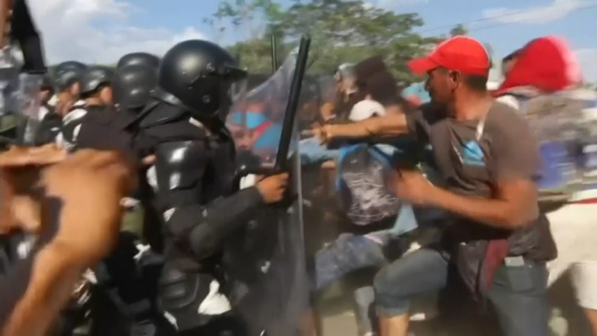 mexico military-migrants clash