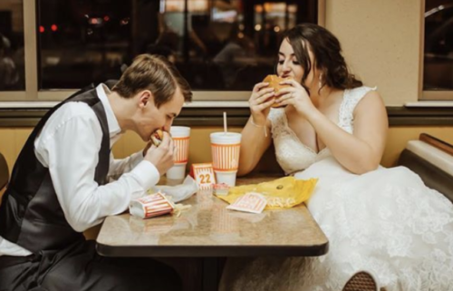 whataburger-couple-eating