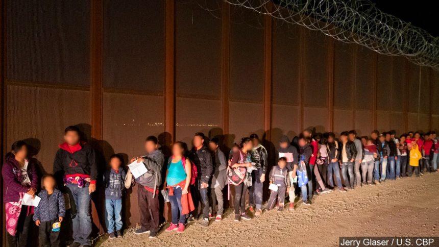 migrants-caught-yuma-arizona