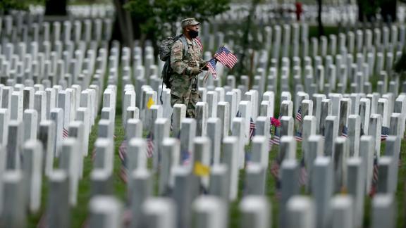 President Trump lays wreath at Arlington National Cemetery amid pandemic precautions - KVIA
