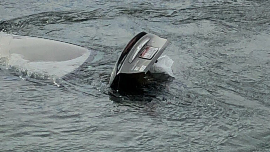 Car in river2