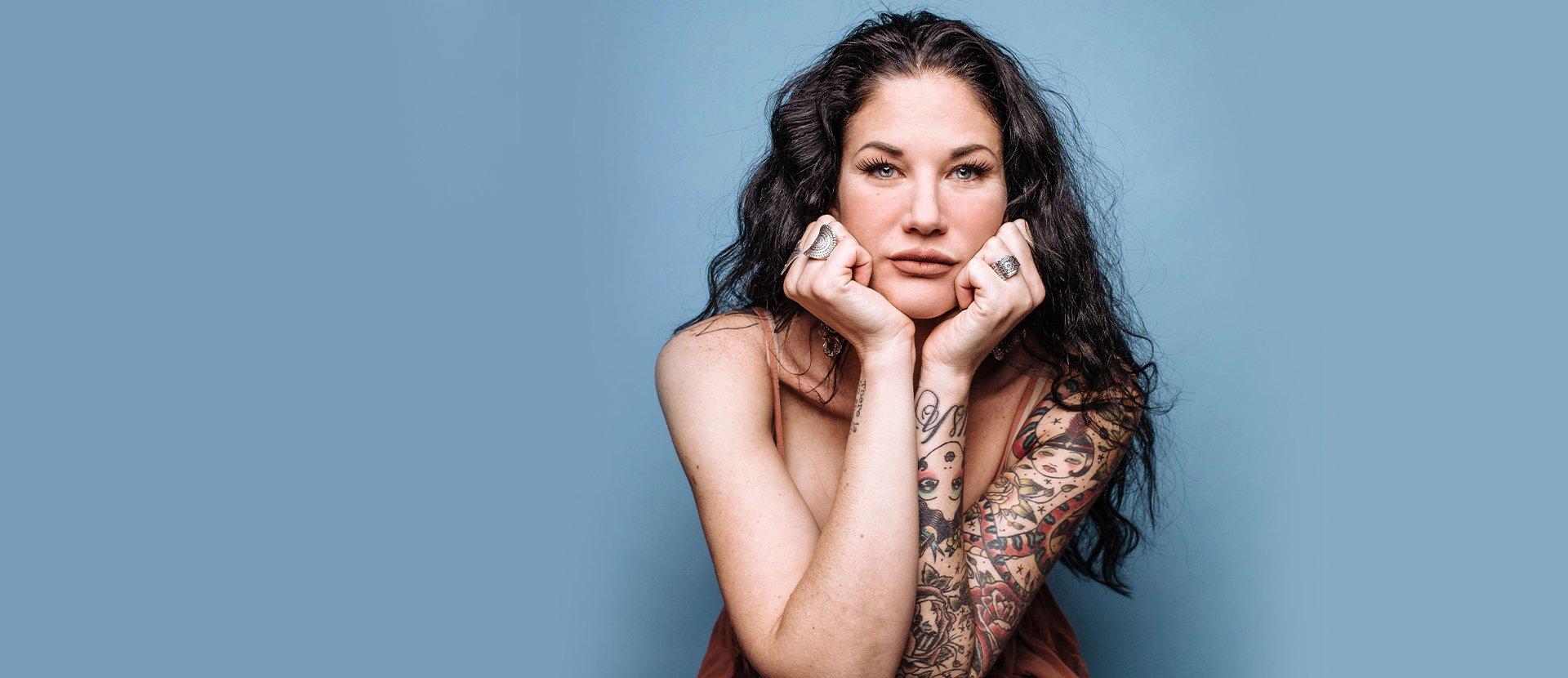 Mulher Tatuada 1